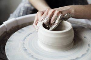 Crear piezas de cerámica, actual y muy relajante